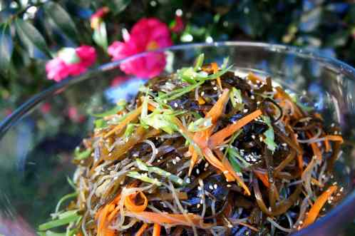 Seaweed salad with pickled carrot and mung bean vermicelli