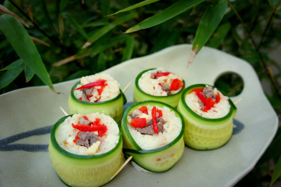 Cucumber rolls with lamb, capsicum and eggs (FODMAP friendly, gluten free)