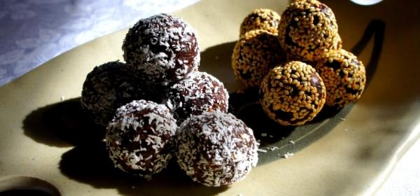 Chocolate, coconut, sesame and dates balls (gluten free, vegan)