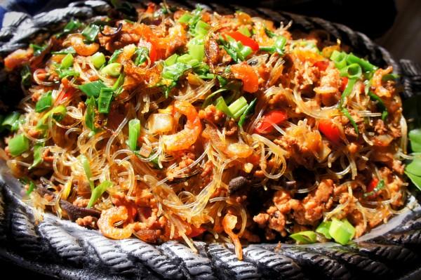 Mung bean vermicelli with dried shrimps, wood ear, lemongrass and kaffir lime leaf.