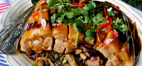 Pork belly with Chinese dry mustard greens (Mei Cai Kou Rou 梅菜扣肉)