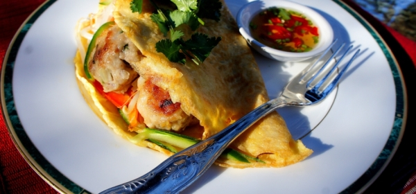 Egg 'pancake' with Asian style meat balls, vegetables and fish sauce (low FODMAP, gluten free)