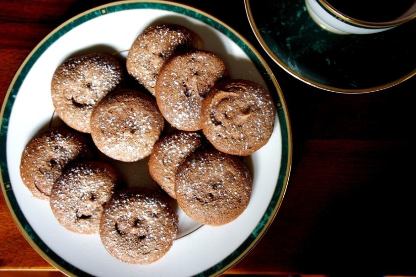 Chocolate meringue biscuits (low FODMAP, gluten free)