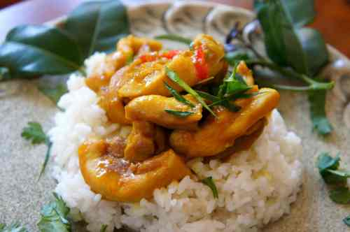 30 minute one-pot meal - steamed turmeric chicken, with coconut, lemongrass & ginger rice