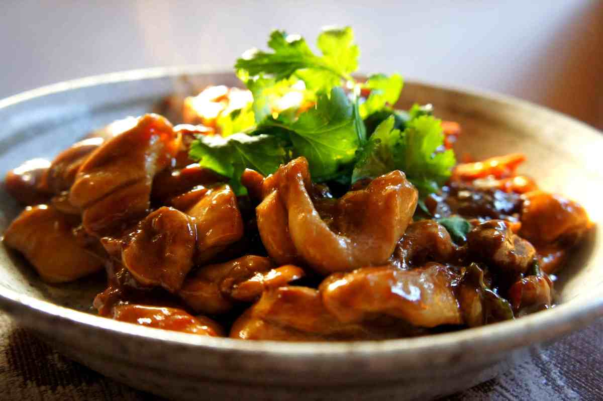 'Salty-sweet-sour' chicken with soy, vinegar and preserved turnip