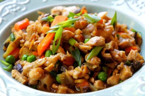 Chicken chop suey with Chinese radish, Chinese mushroom and lily bud