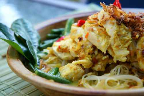 Malaysian curry laksa with chicken