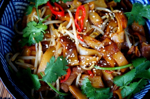 Wok fried 'dry' beef rice noodles 干炒牛河