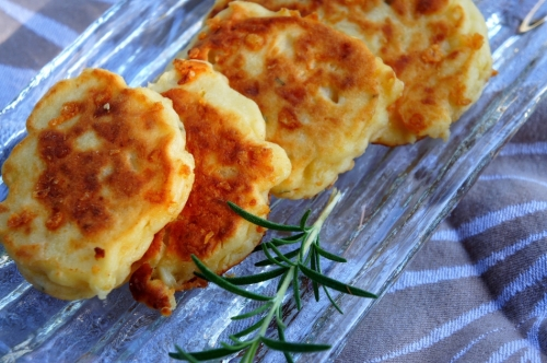 Rice cake with potato, cheddar cheese, rosemary and coconut milk  (low FODMAP, gluten free)