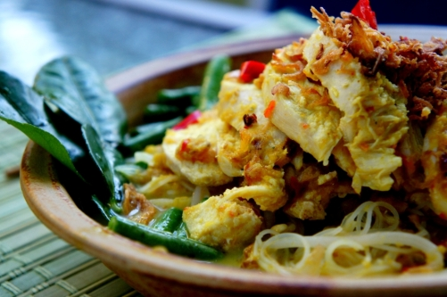 Curry laksa with white cooked chicken
