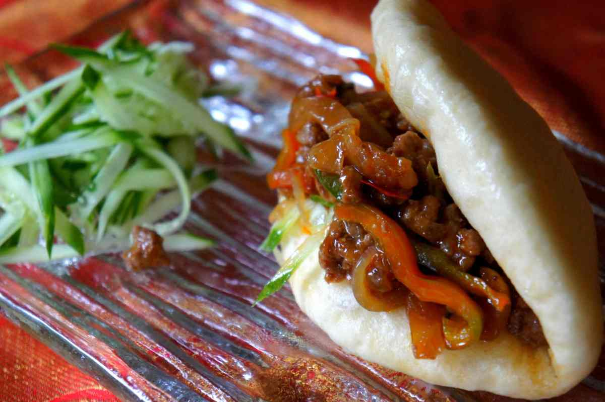 Chinese meat bun sandwiches, with spicy lamb