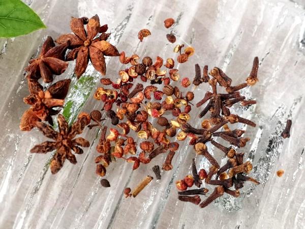 Star anise, Sichuan peppercorn, clove