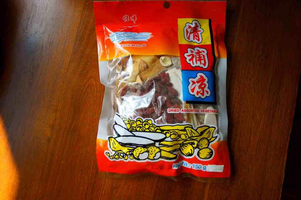 pearl barley (YiMi 薏米), lotus seeds (LianZi 蓮子), goji berries (GouQi 枸杞), fox nuts (Qianshi 芡實 ), Chinese yam (HuaiSan 淮山) and Solomon's seal rhizome (YuZu 玉竹)