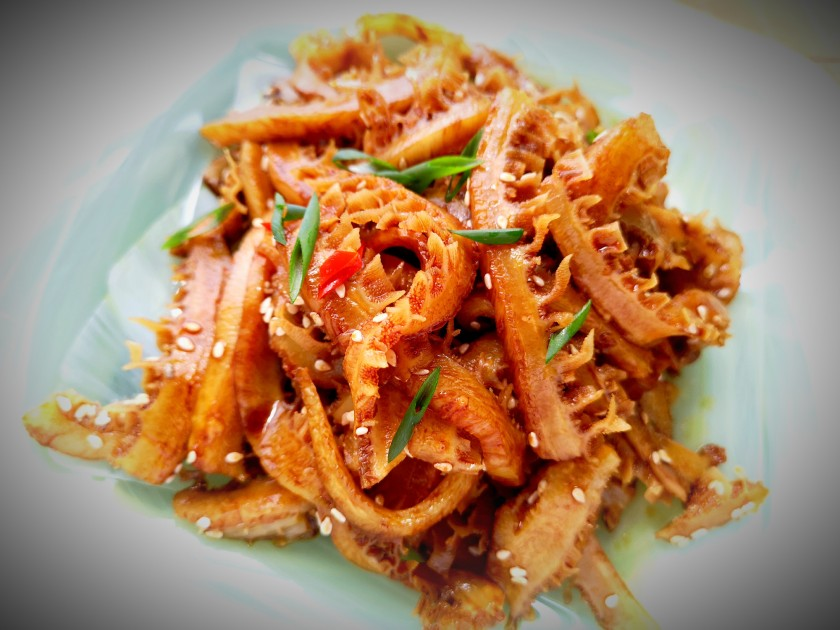Chilled beef tripe with soy sauce and sesame oil 涼拌蜂窝牛肚
