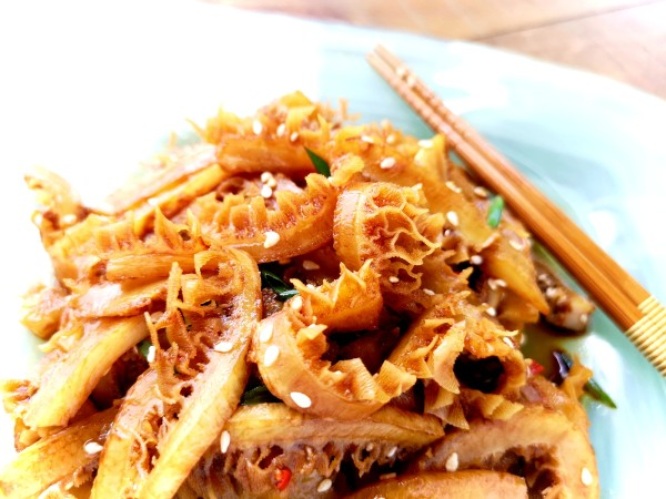 Chilled beef tripe with soy sauce and sesame oil.