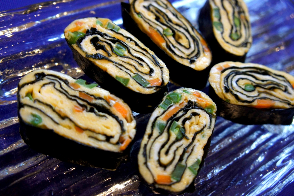 Egg and seaweed rolls (low FODMAP, gluten free)
