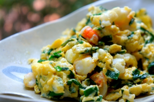 Scrambled eggs with garlic chive and prawns (gluten free)