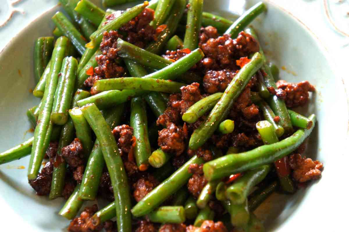 Spicy green beans with pork and chili soy bean paste