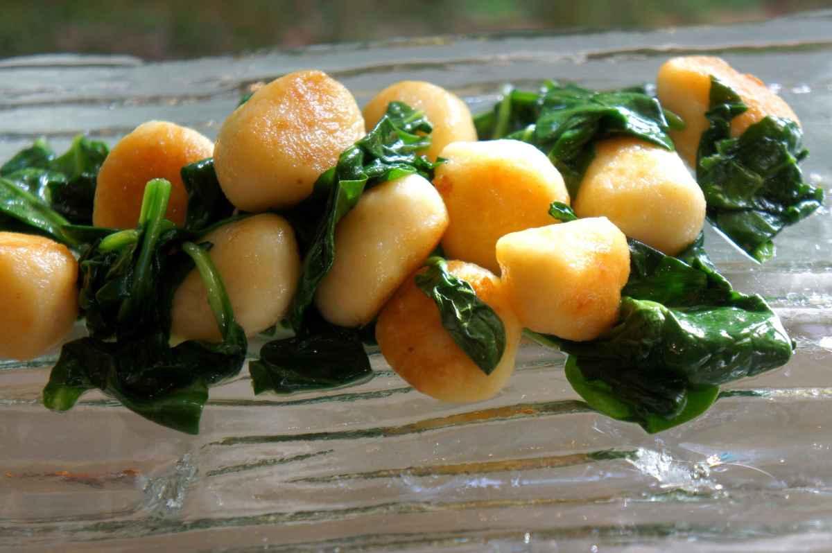 Gnocci with baby spinach, gluten free low FODMAP, gluten free