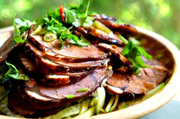 Chilled beef shank with Asian 'laosui' 鹵水 spices