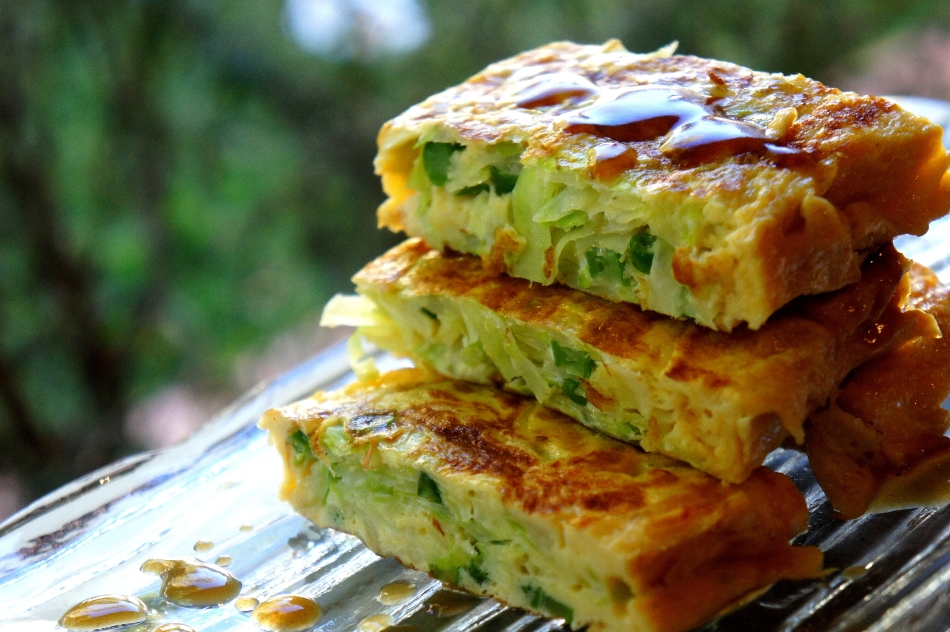 Asian style omelette with cabbage and oyster sauce (low FODMAP)