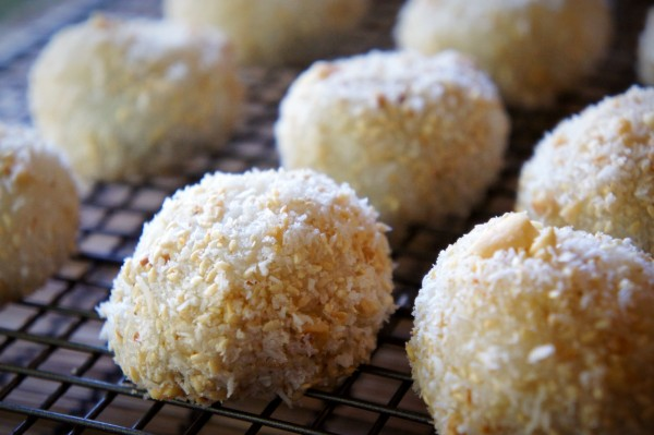 Sweet glutinous rice balls with walnut, sesame, peanut and coconut.
