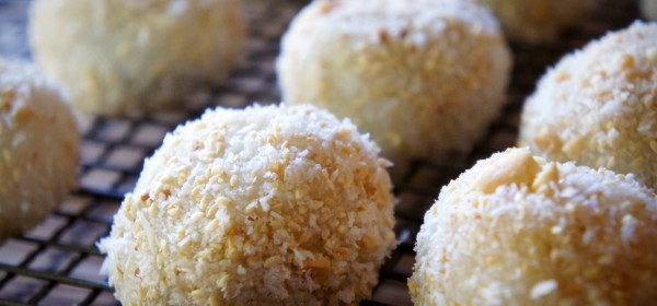 Sweet glutinous rice balls with walnut, sesame, peanut and coconut.