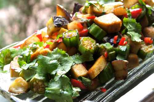 Tofu chop suey with okra, eggplant and radish (FODMAP diet, gluten free, vegan)