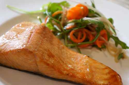 Lightly smoked salmon with fennel and rocket salad