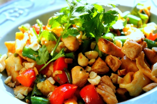 Simple chicken stir fry with vegetable, egg and peanuts (low FODMAP, gluten free)