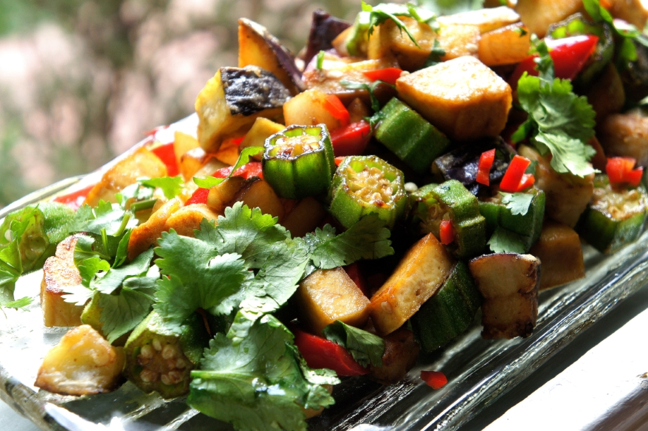 Tofu chop suey with okra, eggplant and radish (low FODMAP, gluten free, vegan)