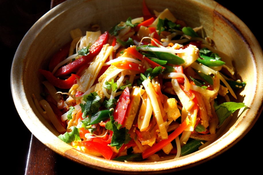 The filling: tofu with bamboo shoot, bean sprout, potato, carrot, capsicum, sesame and coriander