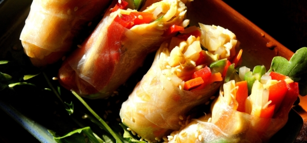 Rice paper rolls with tofu, bamboo shoot, bean sprout and sesame (low FODMAP, gluten free, vegan)