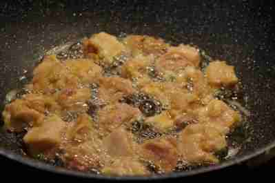 Frying chicken cubes
