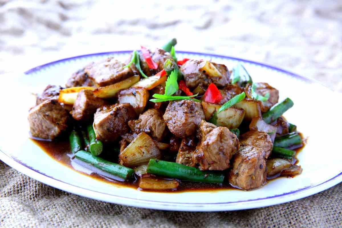 Bo luc lac - Vietnamese beef black pepper