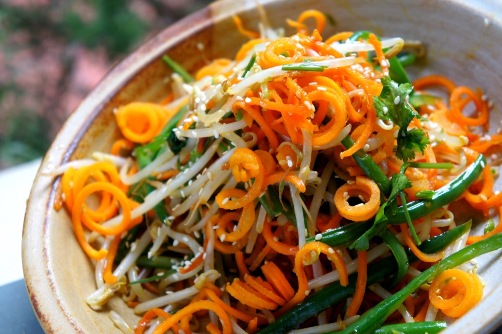 Carrot 'noodles' with green bean and bean sprout (low FODMAP, gluten free, vegan)