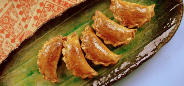 Sweet pastry with a delicious filling of peanut, sesame seed and coconut.