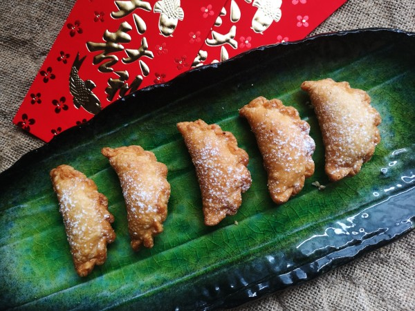 Chinese new year recipe - sweet pastries with a delicious filling of peanut, sesame seed and coconut.