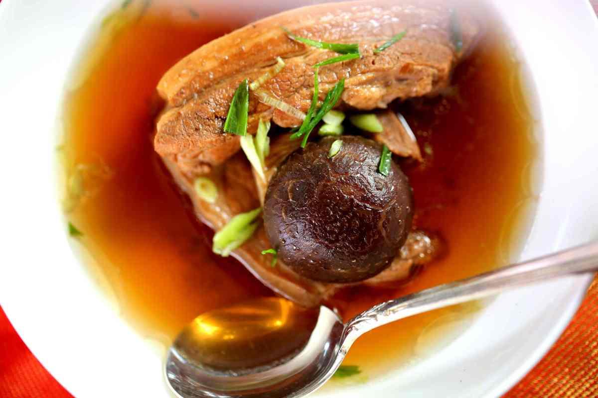 South sea bone and meat soup 肉骨茶 Bak kut teh, Singapore, Malay, Malaysia