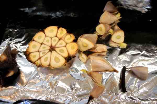 Roasted garlic for South sea bone and meat soup 肉骨茶 Bak kut teh