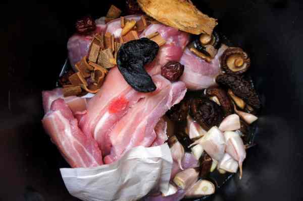 Ingredients for South sea bone and meat soup 肉骨茶 Bak kut teh
