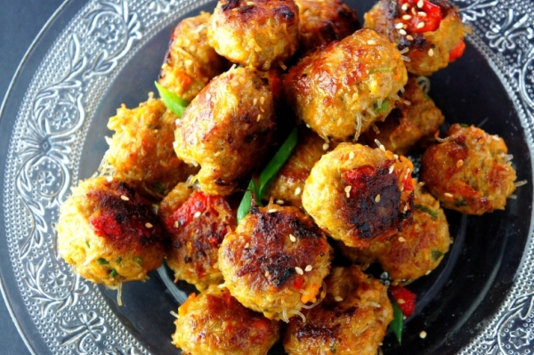 Spiced lamb meat balls with pumpkin, carrot and rice vermicelli (low FODMAP, gluten free)