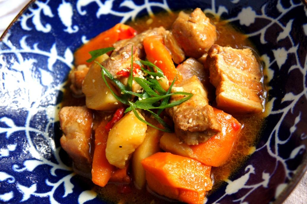 Pork spare rib stew with miso, ginger and wine 味噌排骨 (low FODMAP, gluten free)