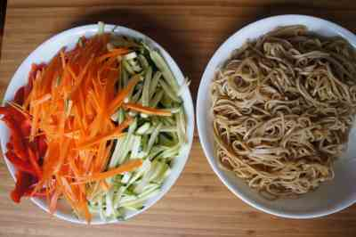 Ingredients - soba noodles with vegetables (low FODMAP, Vegan)