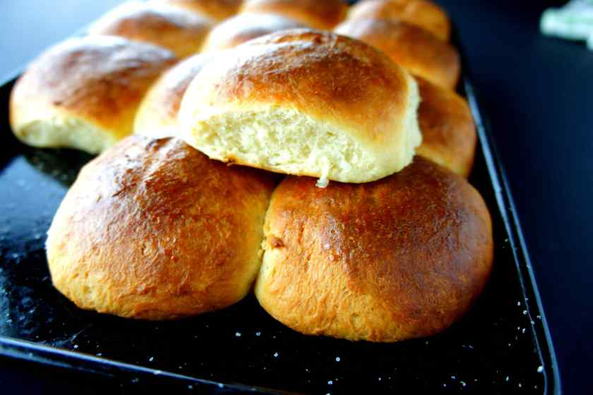 Cantonese sweet milk bread / tea buns