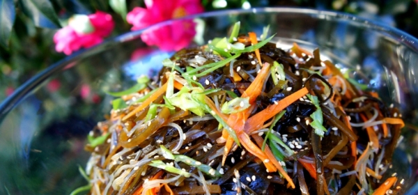 Simple seaweed salad with mung bean vermicelli and pickled carrot (gluten free, vegan)