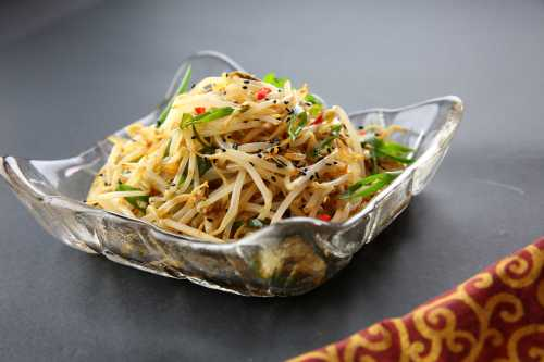 Bean sprout salad with soy sauce, sesame oil and sesame seeds, low FODMAP, gluten free option, vegan