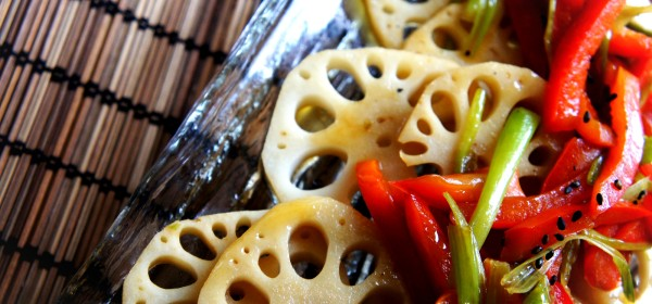 Stir fry pickled lotus root with capsicum and green shallot