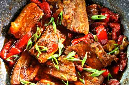 Braised pork spare ribs with soy sauce, wine and vinegar (FODMAP friendly, gluten free option)