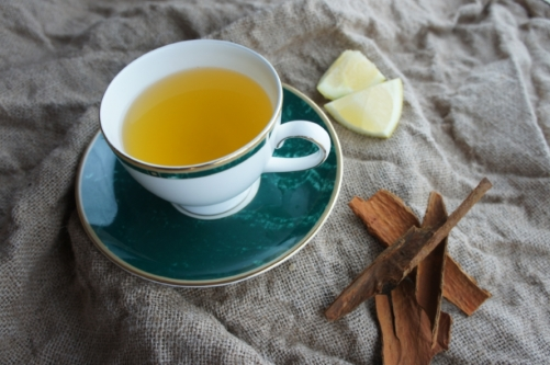 Aromatic cinnamon, lemon and ginger tea (low FODMAP)